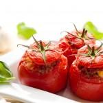 Яйца запечённые в помидорах