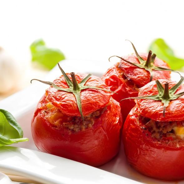 яйцо запеченное в помидорах